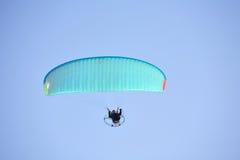 приведенный в действие paragliding Стоковые Фотографии RF