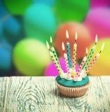 приветствие пирожня поздравительой открытки ко дню рождения счастливое Стоковое Фото