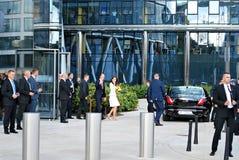 Приветствие принца Вильяма и Kate Middleton толпится в Варшаве Стоковые Изображения RF