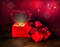 Приветствовать раскрытую коробку с светом сердца смычка и чуда на деревянном b Стоковое Фото