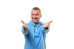 Приветствующий дружелюбный средн-постаретый человек Стоковая Фотография