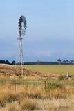 Приведенная в действие ветром водяная помпа для полива Стоковые Фото
