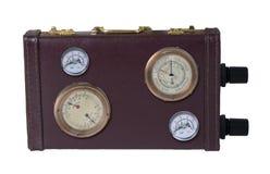 Приведите портфель в действие показанный шкалами и датчиками на стороне его Стоковые Фотографии RF