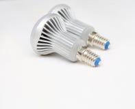 2 привели вид сзади электрических лампочек на белизне Стоковое Фото