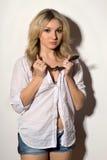 Привлекательная белокурая молодая женщина стоковая фотография rf