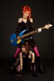 привлекательная гитара 2 девушок Стоковое Фото