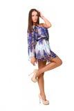 Привлекательная девушка в голубой изолированный представлять платья Стоковые Изображения