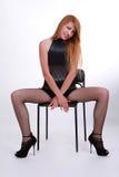 Привлекательная девушка в стуле Стоковое фото RF