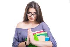 Привлекательная девушка студента с серией книг признавая Стоковое Изображение