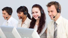 привлекательная деятельность женщины центра телефонного обслуживания Стоковые Фотографии RF