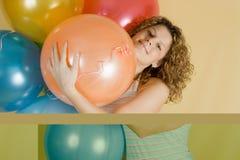 привлекательная женщина воздушных шаров Стоковые Изображения