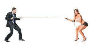 привлекательная женщина вытягивая веревочки бизнесмена Стоковые Фотографии RF