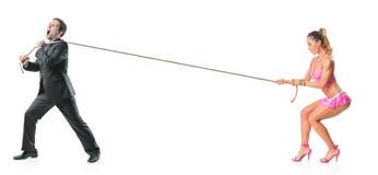 привлекательная женщина вытягивая веревочки бизнесмена стоковое изображение