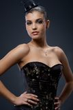 Привлекательная женщина в платье и шлеме партии Стоковые Изображения RF