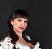 привлекательная женщина красного цвета губ брюнет стоковые фотографии rf