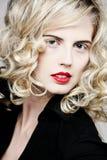 привлекательная женщина курчавых волос длинняя Стоковая Фотография