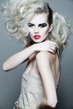 привлекательная женщина курчавых волос длинняя Стоковое Изображение RF