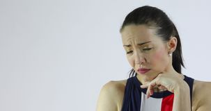 Привлекательная женщина показывая эмоции - тоскливость, тревожность, отчаяние или депрессию сток-видео