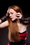 привлекательная женщина черных волос длинняя красная стоковые изображения