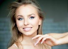 привлекательная красивейшая женщина Стоковая Фотография