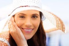 Привлекательное лето женщины стоковое фото rf