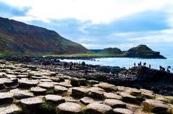 Привлекательность интереса ЮНЕСКО Северной Ирландии скалы камней утесов побережья мощёной дорожки Giants вулканическая шестиуголь стоковое фото rf