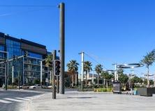 Привлекательность прогулки города Дубай - современный новый жилой район, кафа и рестораны стоковые фотографии rf