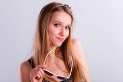 привлекательные волосы девушки длиной стоковые фото