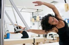 привлекательные делая pilates повелительницы молодые Стоковое Фото