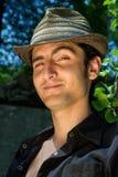 привлекательные детеныши портрета человека шлема Стоковые Фотографии RF