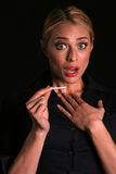 привлекательные сотрястенные супоросые блондинкы думают к детенышам женщины Стоковые Изображения RF