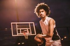 Привлекательный баскетболист Стоковые Фотографии RF