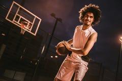 Привлекательный баскетболист Стоковая Фотография RF
