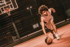 Привлекательный баскетболист Стоковые Изображения RF
