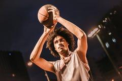 Привлекательный баскетболист Стоковое Изображение