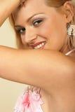 привлекательный конец блондинкы вверх по детенышам женщины Стоковые Фотографии RF