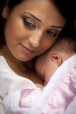 привлекательный младенец этнический ее newborn женщина Стоковые Фото