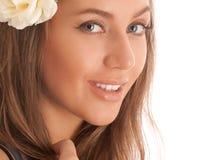 привлекательный портрет волос девушки цветка Стоковые Фотографии RF
