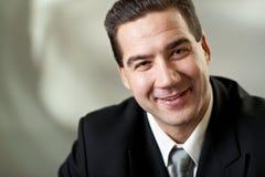 привлекательный черный костюм портрета бизнесмена Стоковые Фото