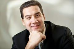 привлекательный черный костюм портрета бизнесмена Стоковое фото RF