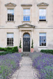 привлекательный дом сада водя путь london к Стоковые Изображения