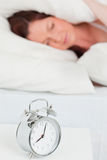Привлекательный red-haired женский спать стоковая фотография
