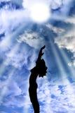 Привлекательный silhouetted обнажённый хвалить женщины Стоковые Изображения RF