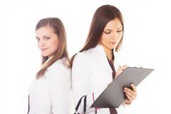 2 привлекательных бизнес-леди на белой предпосылке Стоковое Изображение RF