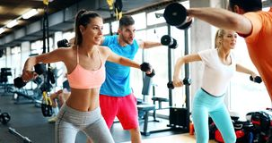 2 привлекательных девушки фитнеса делая тренировку Стоковые Фото