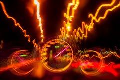 Привод высокоскоростной дороги на следе света шоссе ночи Стоковое Изображение RF