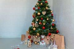 Привод игрушки рождества Рождество elkay белизна изоляции подарков рождества Стоковая Фотография