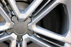 Привод и автошины автомобиля стоковая фотография
