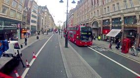 Привод шины двойной палуба в Лондоне, Великобритании видеоматериал