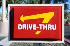 Привод McDonalds через знак Стоковые Фото
